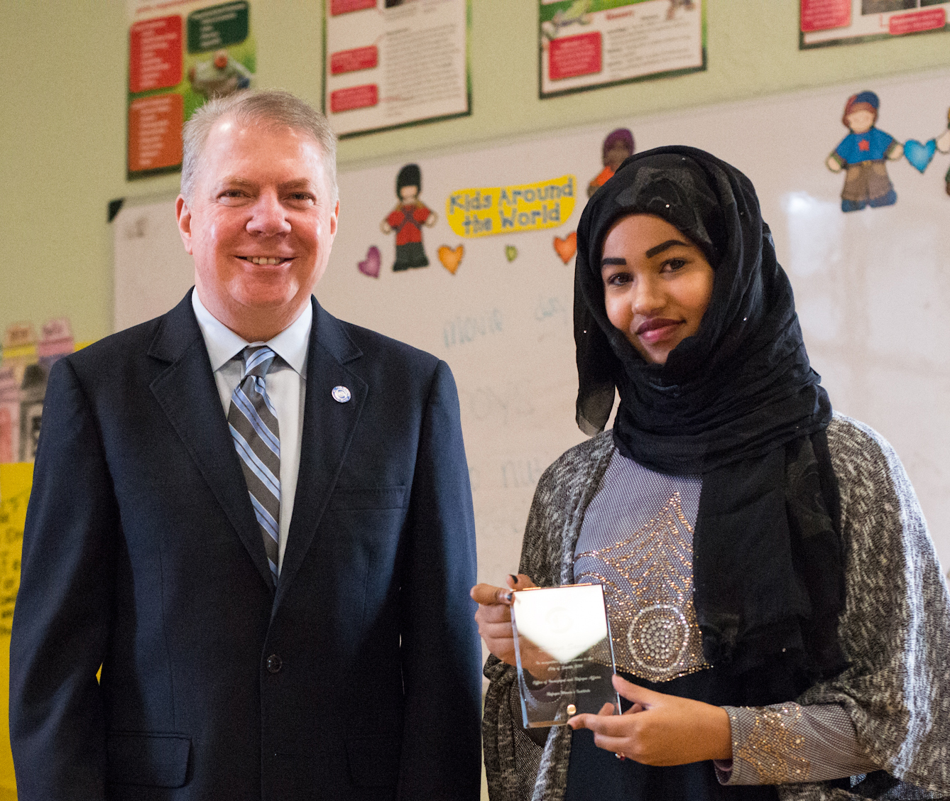 Mayor Edward B. Murray with a Refugee Women Institute participant.